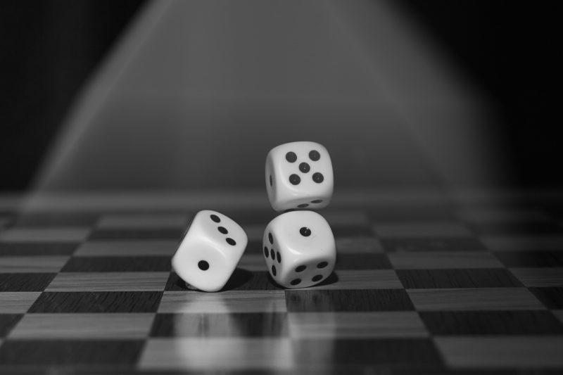 ギャンブル依存症が保険適用で不妊症が適用外の理由は?治療費=ギャンブル<不妊?