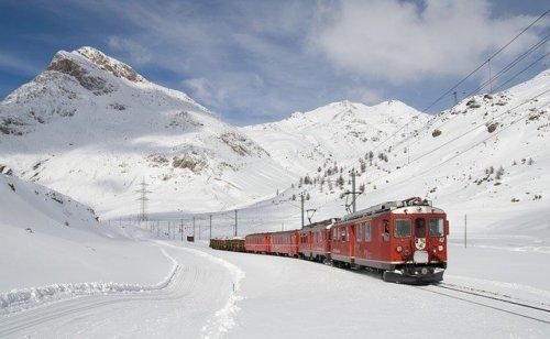 【大学センター試験】積雪で電車が遅延した場合の対処法は?遅延情報役立つアプリも
