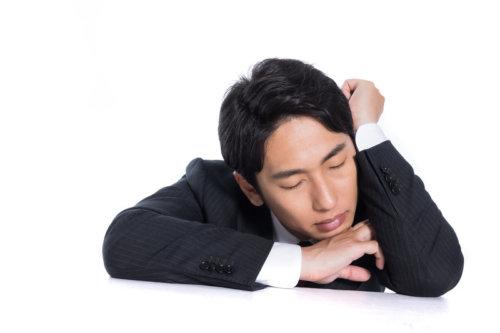 【花粉症】鼻づまりで眠れない時に効く方法は?おすすめアイテム