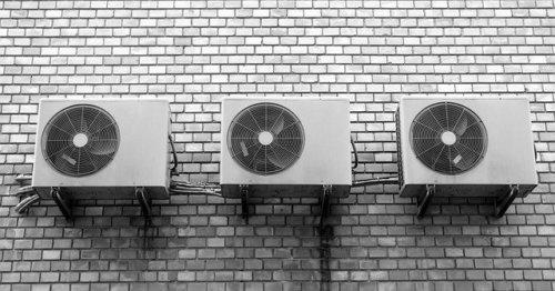 あなたのエアコンもカビだらけ⁈【使用前の掃除】やり方や便利グッズは?