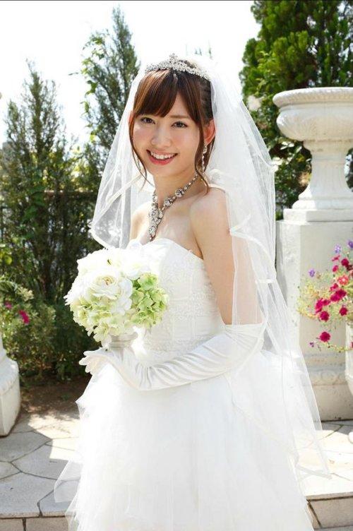 小嶋陽菜の恋人の名前や年収は?結婚目前で取りやめになったのは、性格も影響?